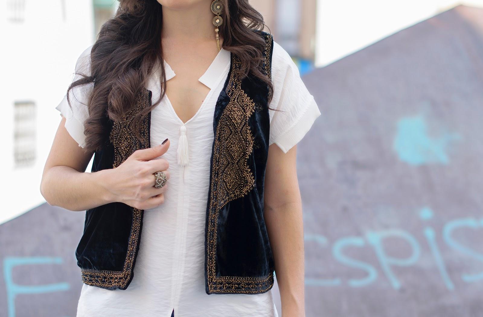 Look boho chic con chaleco bordado de Zara