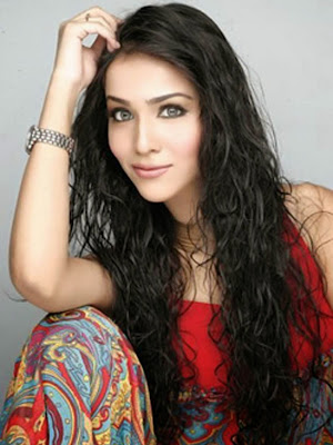 Fashion Model And Actress Humaima Malik Wallpapers