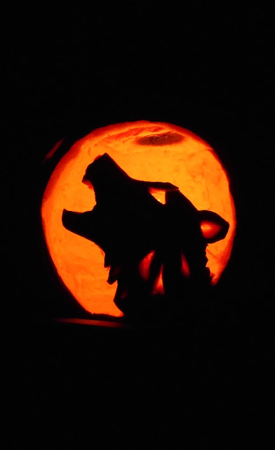 while painted pumpkins are cute i much prefer a good old carved pumpkin the howling wolf and day of the dead pumpkins are thanks to my daughter - 40 Wolf Pumpkin Template Achievable