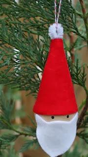 http://www.todomanualidades.net/2013/12/como-hacer-colgante-santa-claus-para-arbolito-navidad/
