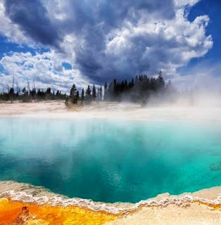 Yellowstone National Park (Best Honeymoon Destinations In USA) 3
