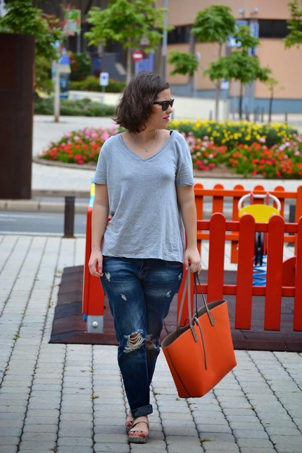 look_boyfriend_jeans_sandalias_purpurina_lolalolailo_01