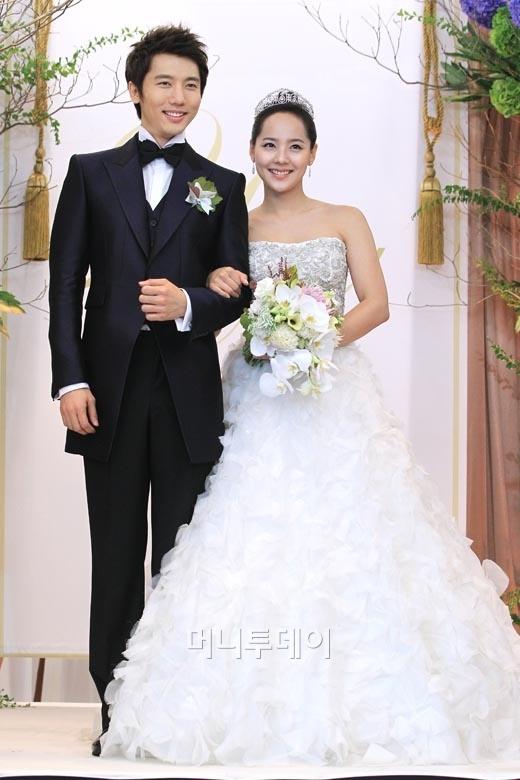 Supermunchee eugene and ki tae young wedding for Wedding dresses eugene oregon