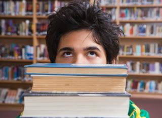 Gli adolescenti leggono più degli adulti