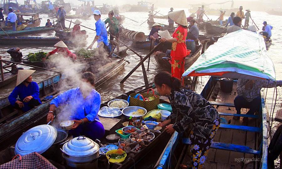 Top 5 attractive floating markets in Mekong Delta