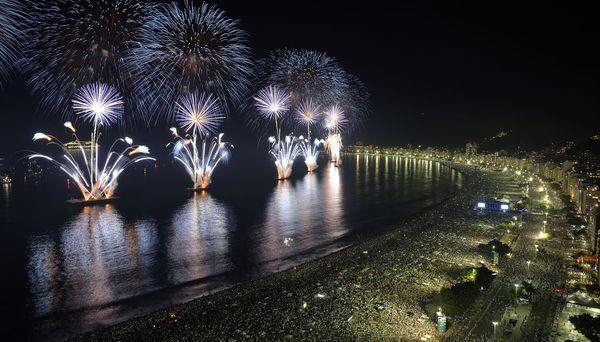 plaża Copacabana w Rio de Janeiro zwyczaje przesądy sylwestrowe i noworoczne