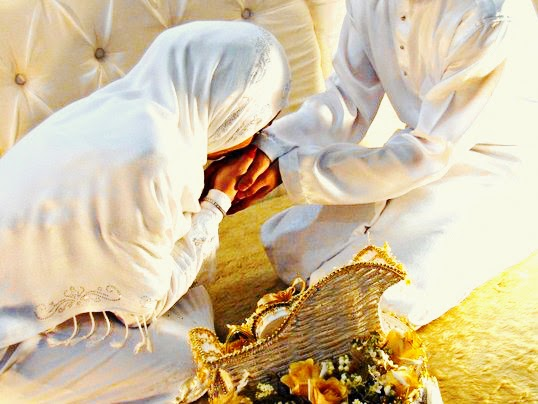 Meraih Keutamaan Taat kepada Suami