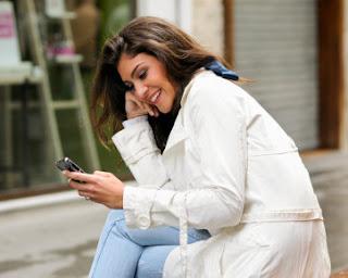 Foto Cewek Cantik PDKT via SMS dan BBM tips sukses pendekatan cinta