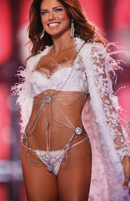 Stunning Photos of Adriana Lima