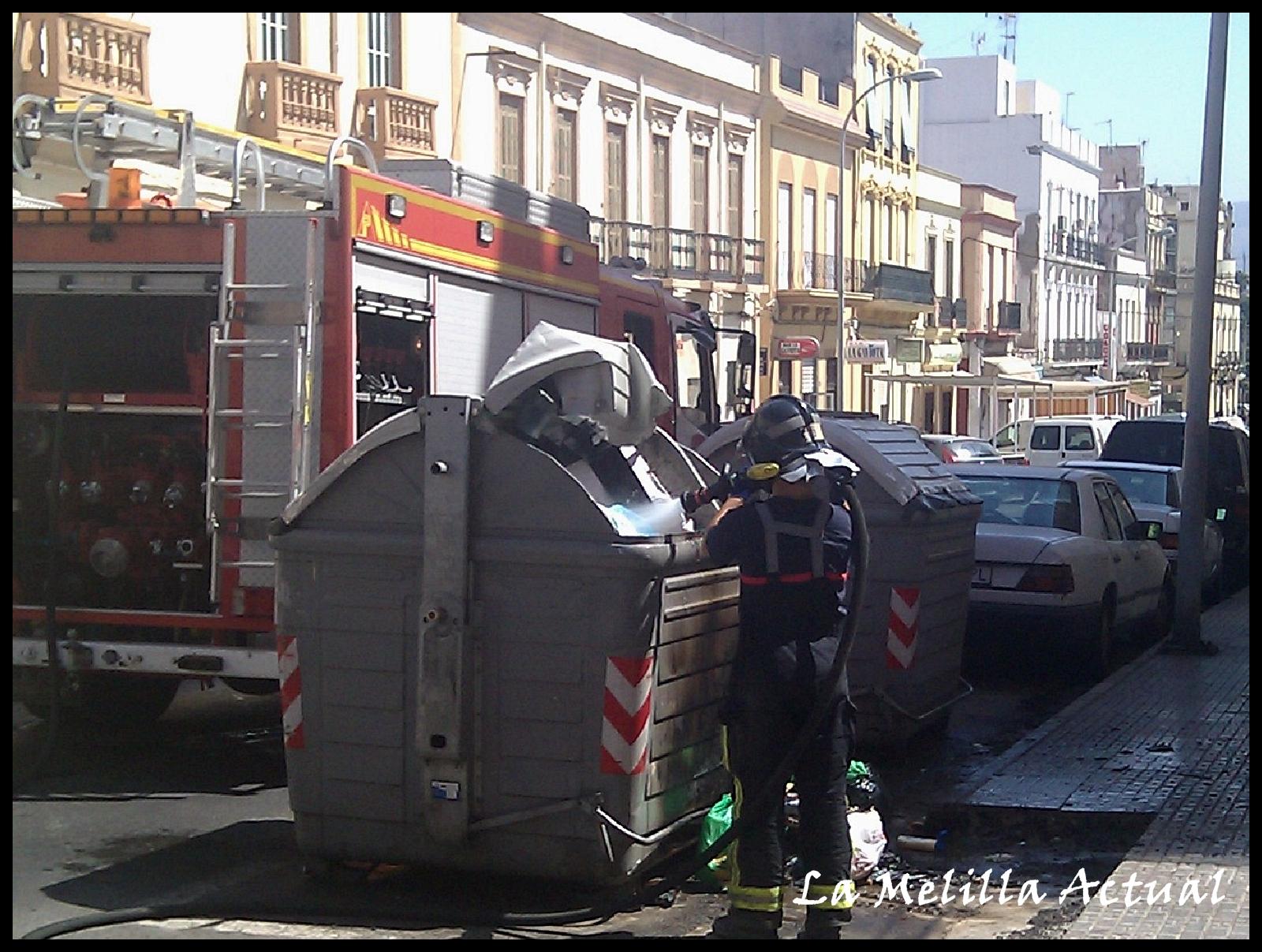 La melilla actual incendio contenedor en la calle castelar for Calle castelar