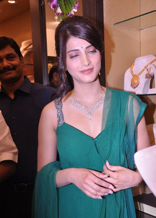 shruti haasan in sleeveless salwar spicy at malabar gold diamonds room launch hot images