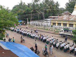 Thet Khine – ႏႈိင္းရဲရမယ္