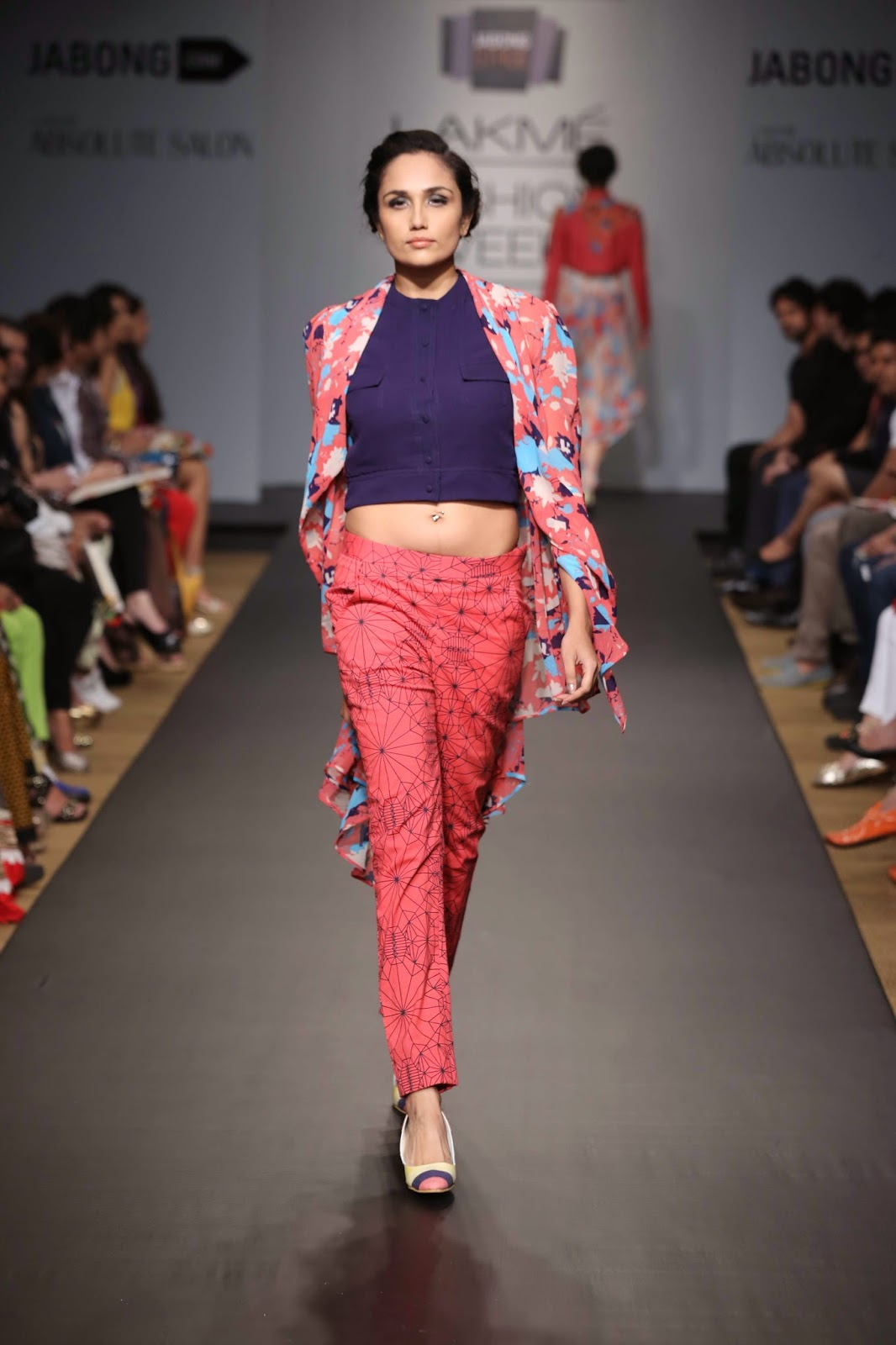Asymmetrical cuts helped balance out the bold hues and added a whimsical touch to each piece. Kurti-dresses, tunics, jackets, tops and pants were the elegantly draped in fabrics like crepe, organza and sheer material and sported several prints both solid as well as see-through in the form of flowers and geometric designs.