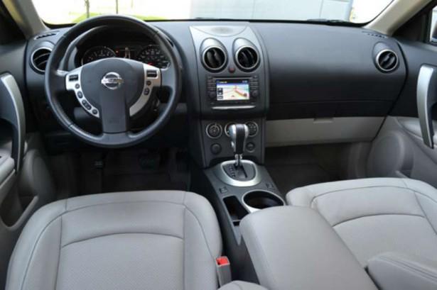 Car Review Nissan Rogue SL 2011 Dashboard