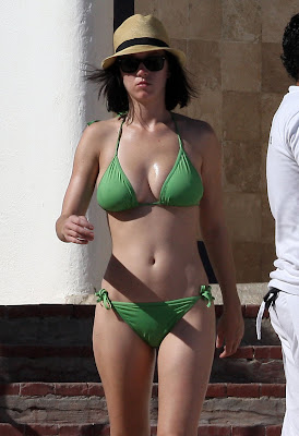 KATY PERRY IN HER GREEN BIKINI