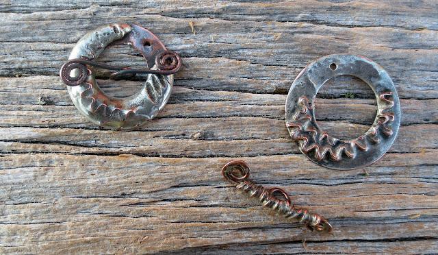 http://4.bp.blogspot.com/-ZEYONSABcCo/VbrhfyeKeiI/AAAAAAACnCs/Qbwr2kl3V58/s640/toggle-clasps-a-pair.jpg