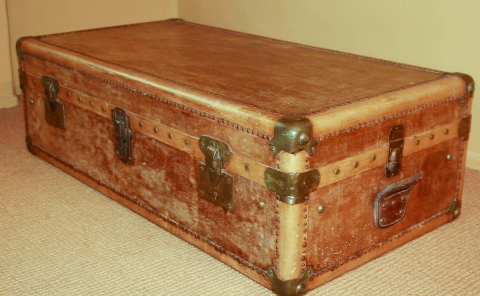 le mas des mouli res malle valise ancienne cuir beige 110 x 35 x 57. Black Bedroom Furniture Sets. Home Design Ideas