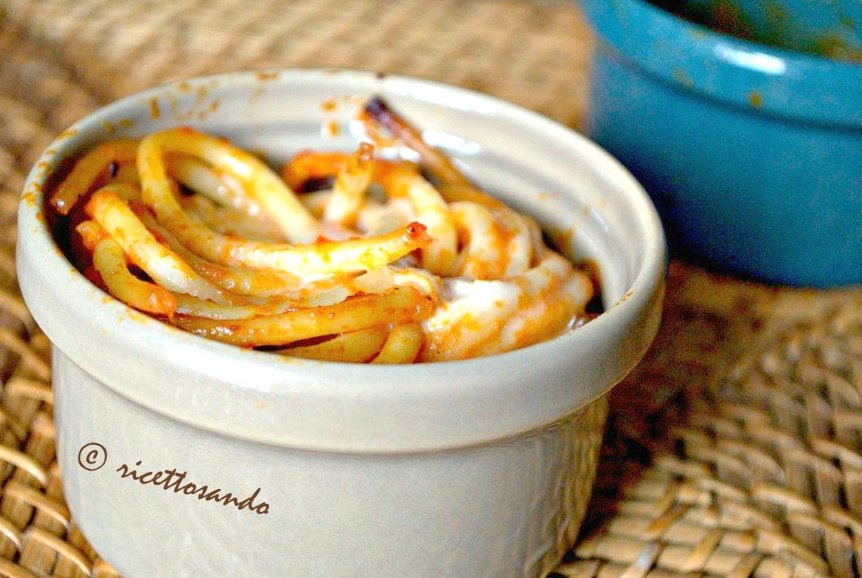 Bucatini al pomodoro con guanciale versione a forno in monoporzione
