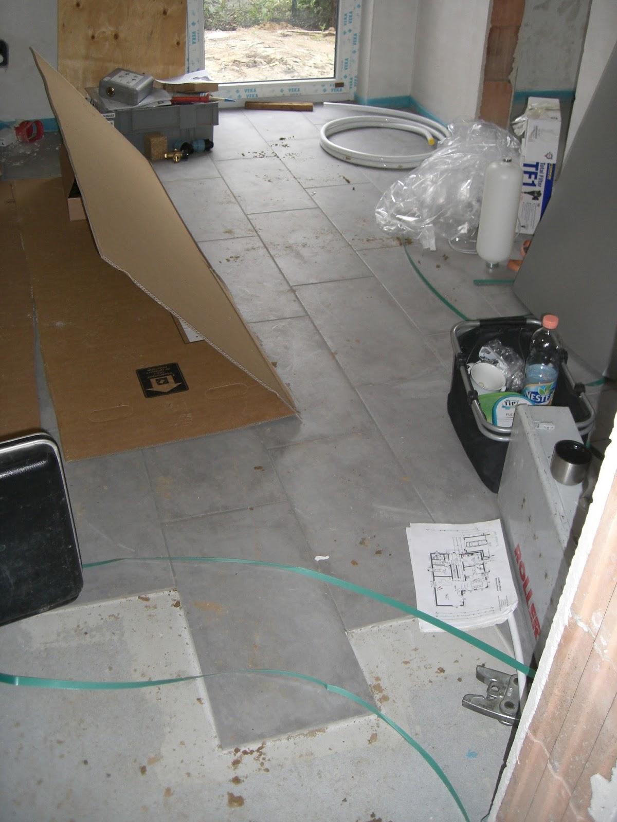 baubericht dachstrift fliesen im hauswirtschaftsraum und einbau w rmepumpe. Black Bedroom Furniture Sets. Home Design Ideas