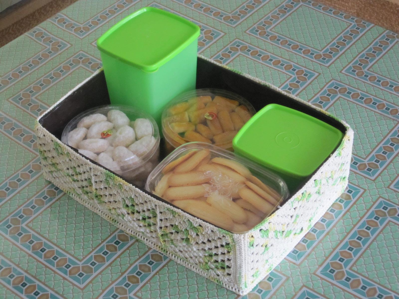 Kotak serbaguna dengan cover rajutan untuk toples kue lebaran