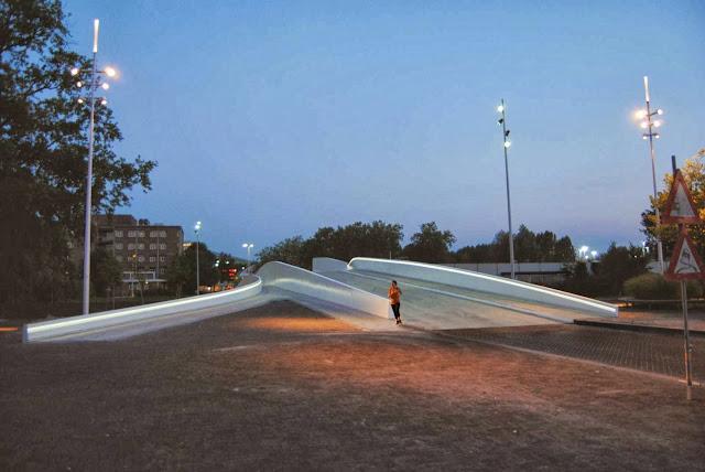 08-Na-Druk-Geluk-Brug-by-René-van-Zuuk-Architects