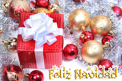 Esferas con regalos y mensaje de Feliz Navidad