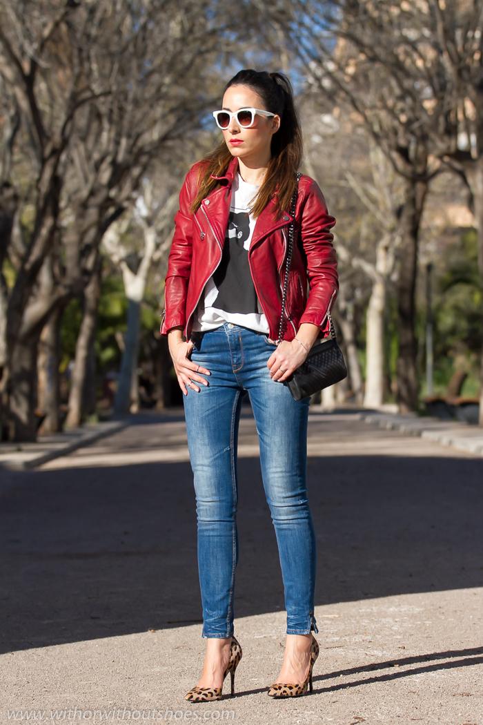 Chaqueta de Cuero Rojo Stilettos de estampado leopardo y camiseta Yoko Ono | With Or Without ...