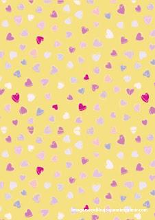 grandes corazones de color amarillo