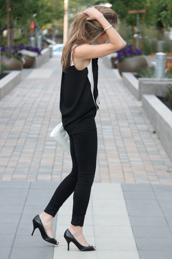 Black & white blouse, black skinnies, peep-toed pumps