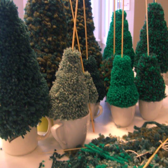 Rachael Rabbit: Pompom Christmas Tree Tutorial