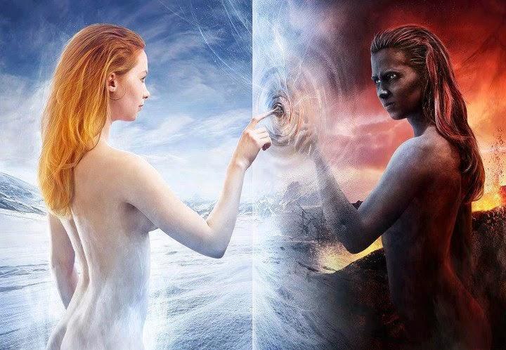 Figura humana femenina estableciendo contacto con el dedo índice con su doble energético