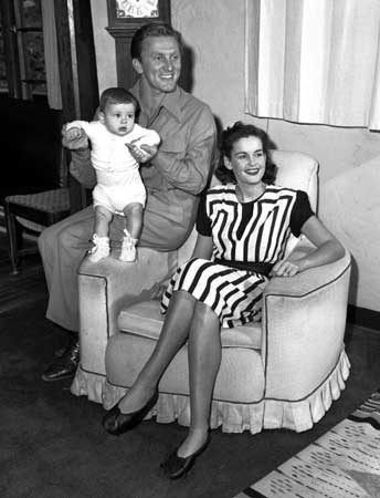 Diana Love Dill  con Kirk y Michael Douglas