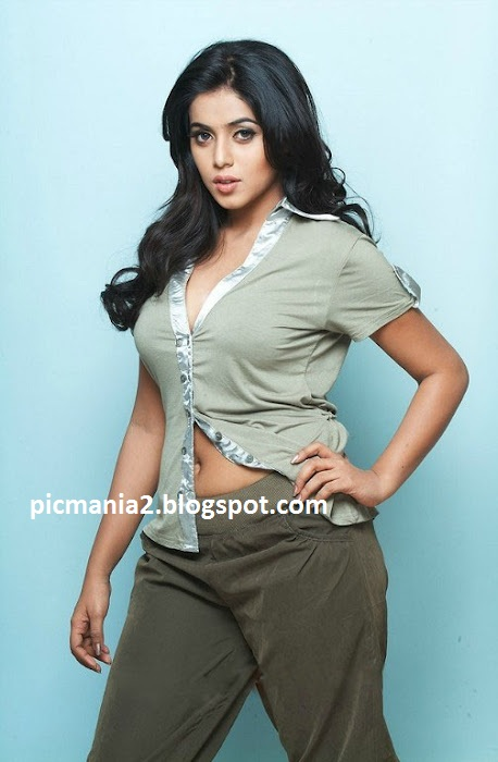 poorna trendy photo session showing navel