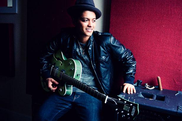 2011-07-11 - Bruno Mars For Billboard Magazine july 2011 Bruno-mars-portrait-2-617-409