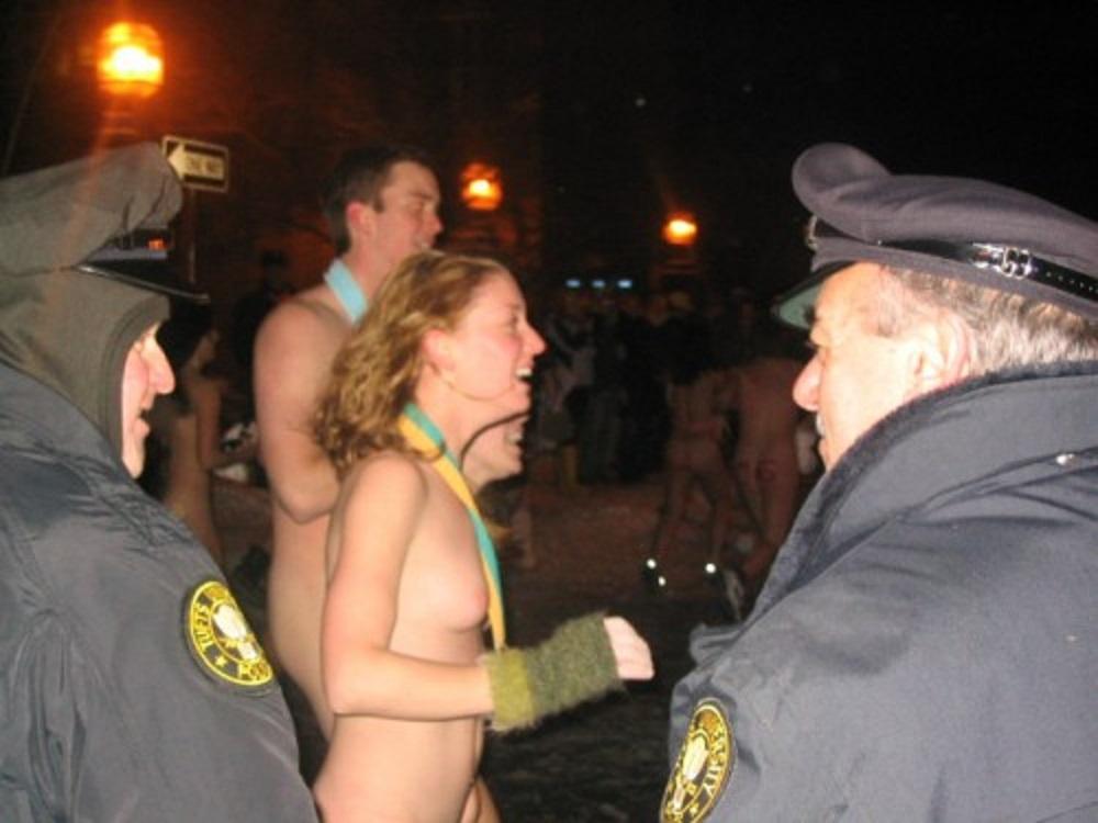 PUBLIC NUDITY PROJECT: Tufts Naked Quad Run 2005 (Boston, USA)