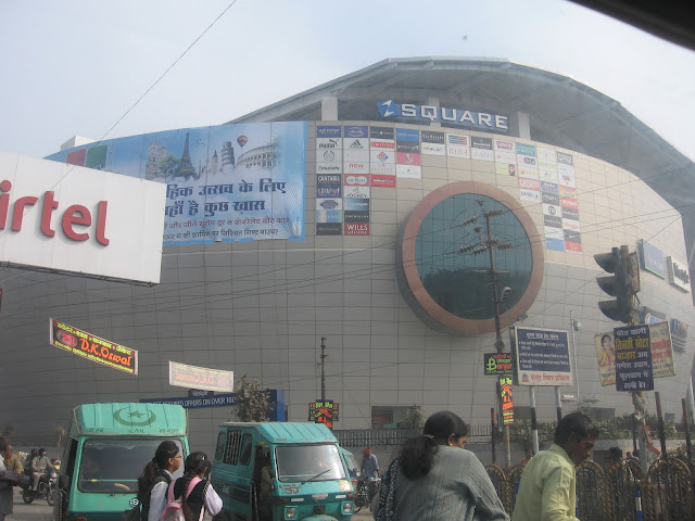 Mall in mall road, Kanpur
