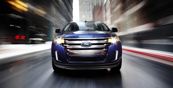 Ford Edge - Frente marcante com grade cromada e iluminação auxiliar integrada ao pára-choque