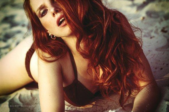 Modelo ruiva Widget Neumeyer cabelos vermelhos olhos azuis beleza fotografia fashion por Jörg Billwitz