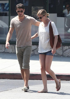 Emily VanCamp and Josh Bowman crossing the street