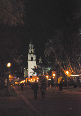 Balboa Park at 18:00 on 1 Jan 2013 walking toward the California Tower at Balboa Park