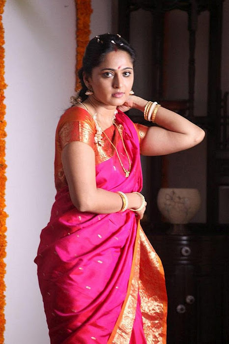 Anushka Shetty in Saree From Thandavam   Hot Photos 247