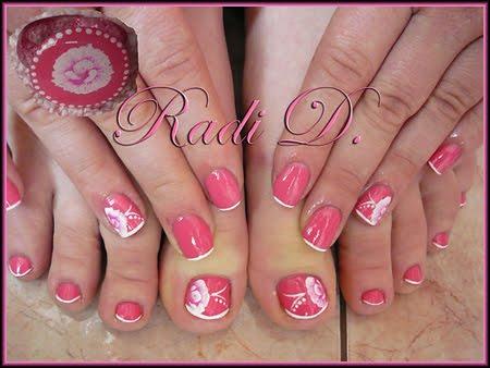 Розов маникюр и педикюр с бяла декорация