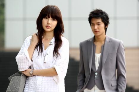 ... kekasih Lee Min Ho (Eun Soo) juga lebih tua, diperankan oleh Yoon Eun