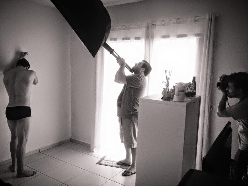 Luciano Costa posou para ensaio em um estúdio improvisado. Foto: Eberson Theodoro