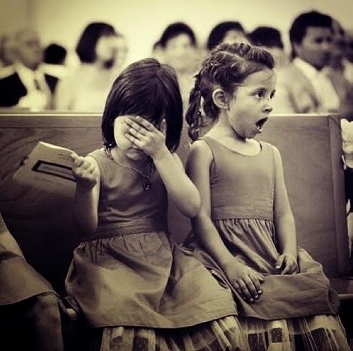 niñas con cara escandalizada