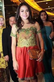 Foto Baju Kebaya Anak Artis Aurel Anang Hermansyah