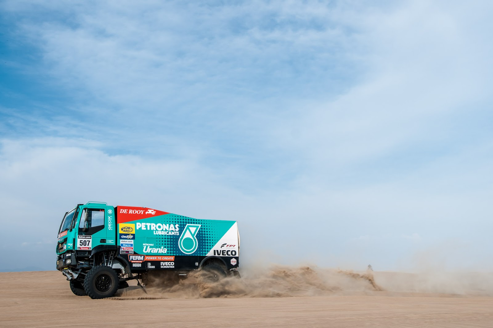 concettomotors  caminh u00f5es iveco est u00e3o prontos para encarar as dunas gigantes do peru na etapa de