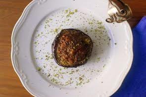 Millefoglie di melanzane con salsiccia al pistacchio