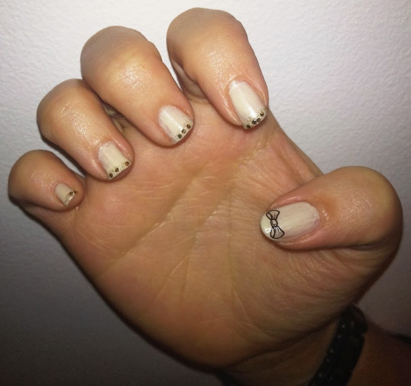 BeautySwot: Glitter & Bows - Nail Art Nails Of The Day