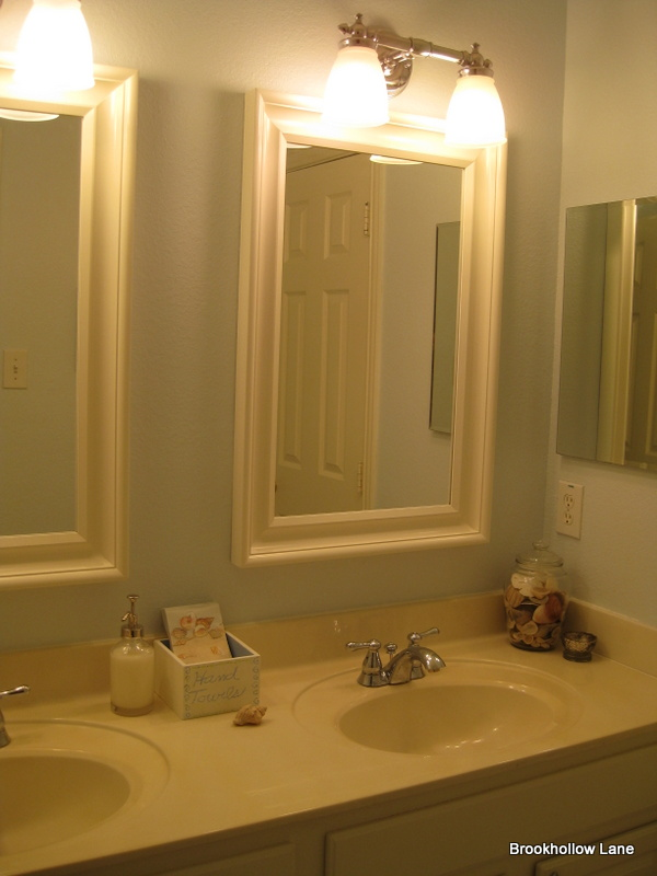 Brookhollow lane bathroom mini redo for Redoing bathroom walls